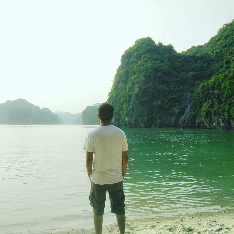 Such a magnificent view! #vietnam #halongbay #backpacking #solo #vietnambackpackershostel #travel #trip #instalike #instalove #like #nature #ocean #green