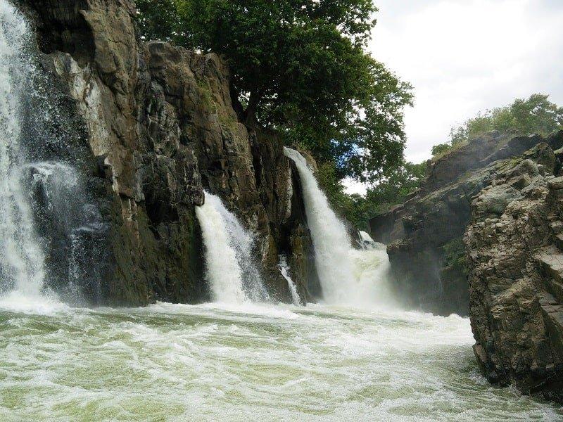 Hogennakal Waterfalls_2