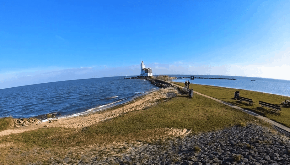 marken lighthouse netherlands